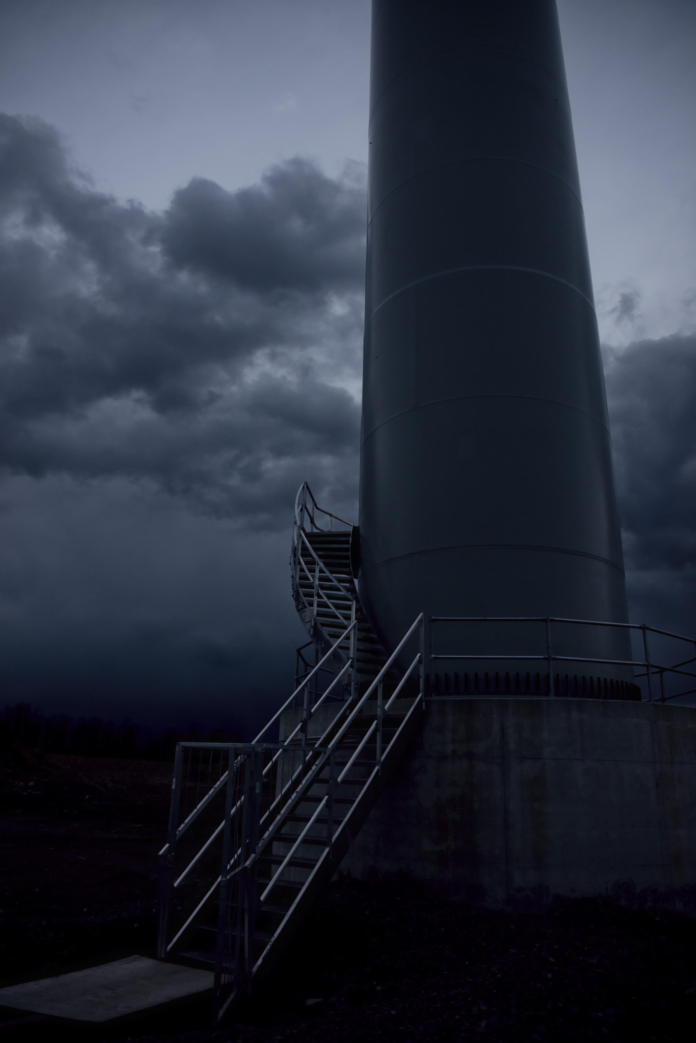 turbinemaststairsdark